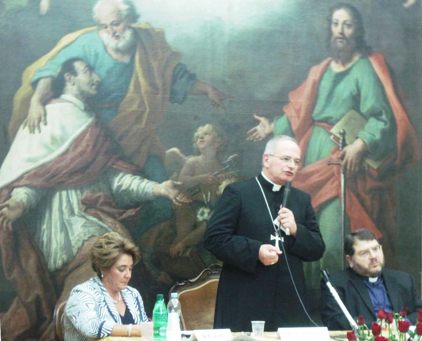 Il vescovo Spinillo fra il teologo Zuccaro e la prof_ Capone
