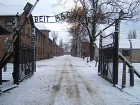280px-Auschwitz_I_entrance_snow