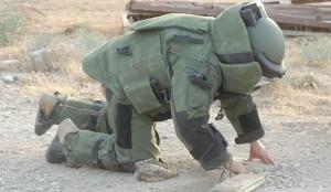 Esercito, artificiere di Caserta al lavoro