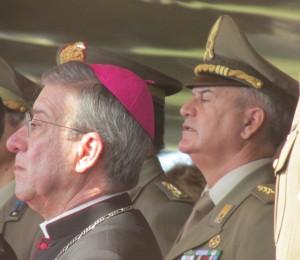 CAPUA L'arcivescovo Visco e il colonnello Roma in tribuna d'onore 061115 (1)
