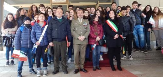 CAPUA il gen Faraglia con l'assessore Letizia e il prof Raimondo con gli studenti di Cancello ed Arnone