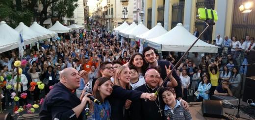 Mega selfie con il Vescovo D'Alise