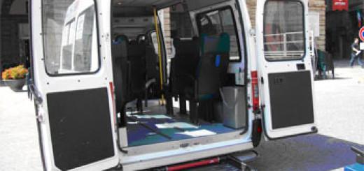 automezzo-per-persone-disabili-dellassociazioni-il-girasole