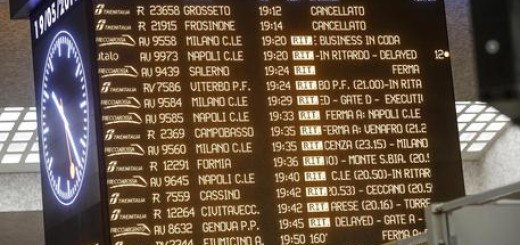 Disagi alla stazione Termini a causa del guasto alla centralina di alimentazione elettrica dei sistemi di controllo e gestione del traffico ferroviario, Roma, 19 maggio 2017. ANSA/GIUSEPPE LAMI