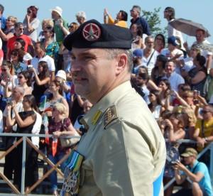 CAPUA C.A.V. E.I. - Il col. Cucinieri, comandante del 17° Rav Acqui, all'inizio della solenne cerimonia