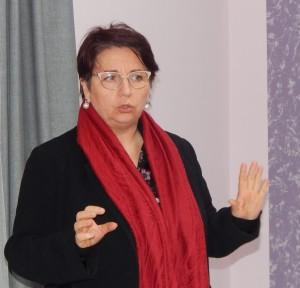 GRAZZANISE Elena MIELE mentre presenta IL DIRITTO DI CONTARE