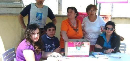 GRAZZANISE Amalia Pace e i volontari dell'Airc sotto l'annuale gazebo