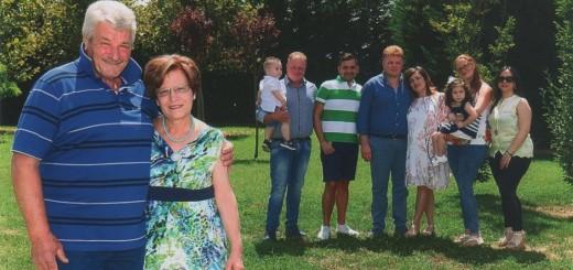 SMLF Da sx L'imprenditore agricolo Sebastiano Della Vecchia e la sua famiglia