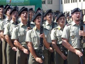 CAPUA Pronunciato il giuramento, i volontari cantano l'Inno nazionale - 200718