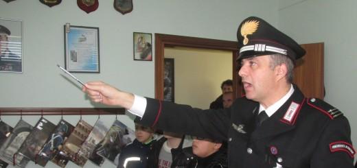 GRAZZANISE Il M.llo Luigi DE SANTIS durante una lezione in Caserma agli alunni delle medie