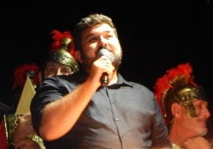GRAZZANISE Il regista Antonio Nardelli, fra i centurioni, ringrazia fervidamente gli spettatori