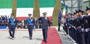 GRAZZANISE La Massima Autorità e i due Comandanti passano in rassegna il Reparto schierato - 100918