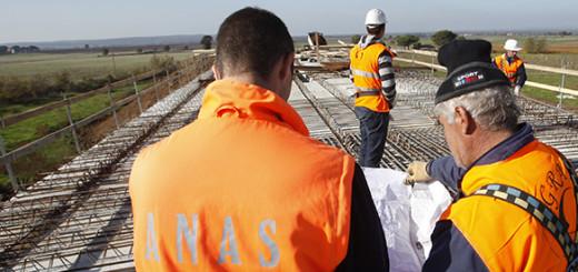 © Mauro Scrobogna /  LaPresse 17-11-2009 Roma Interni ANAS - cantieri stradali Nella foto: cantieri di costruzione della strada statale SS 675 umbro laziale
