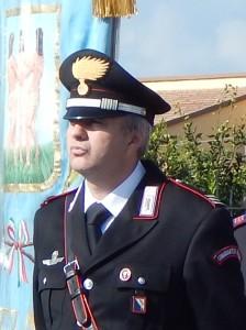 GRAZZANISE Il comandante Luigi De Santis accanto al Gonfalone municipale