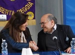 CASERTA La stretta di mano fra la ds Della Valle e il prof Iafusco