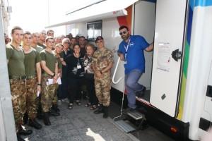 6 - Il Col. Zizzari con la Fondazione e i donatori (1)