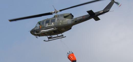 GRAZZANISE L'HH-212 del 9° Stormo con il sistema Bambu bucket
