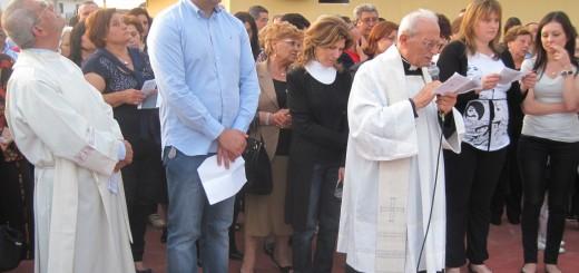GRAZZANISE Luigi Pezzera fra i parroci Lauritano e Monticelli nel giorno della benedizione del Monumento (1)