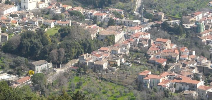 S.Angelo_d'Alife-veduta_del_centro_storico_dal_castello_di_Rupe_Canina