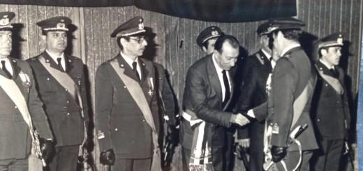 Il sindaco Enrico Parente saluta gli uomini del 9 St - presente Doria