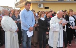 GRAZZANISE Lo sguardo di Padre Monticelli rivolto al cielo durante un rito al Monumento del Ricordo 130512